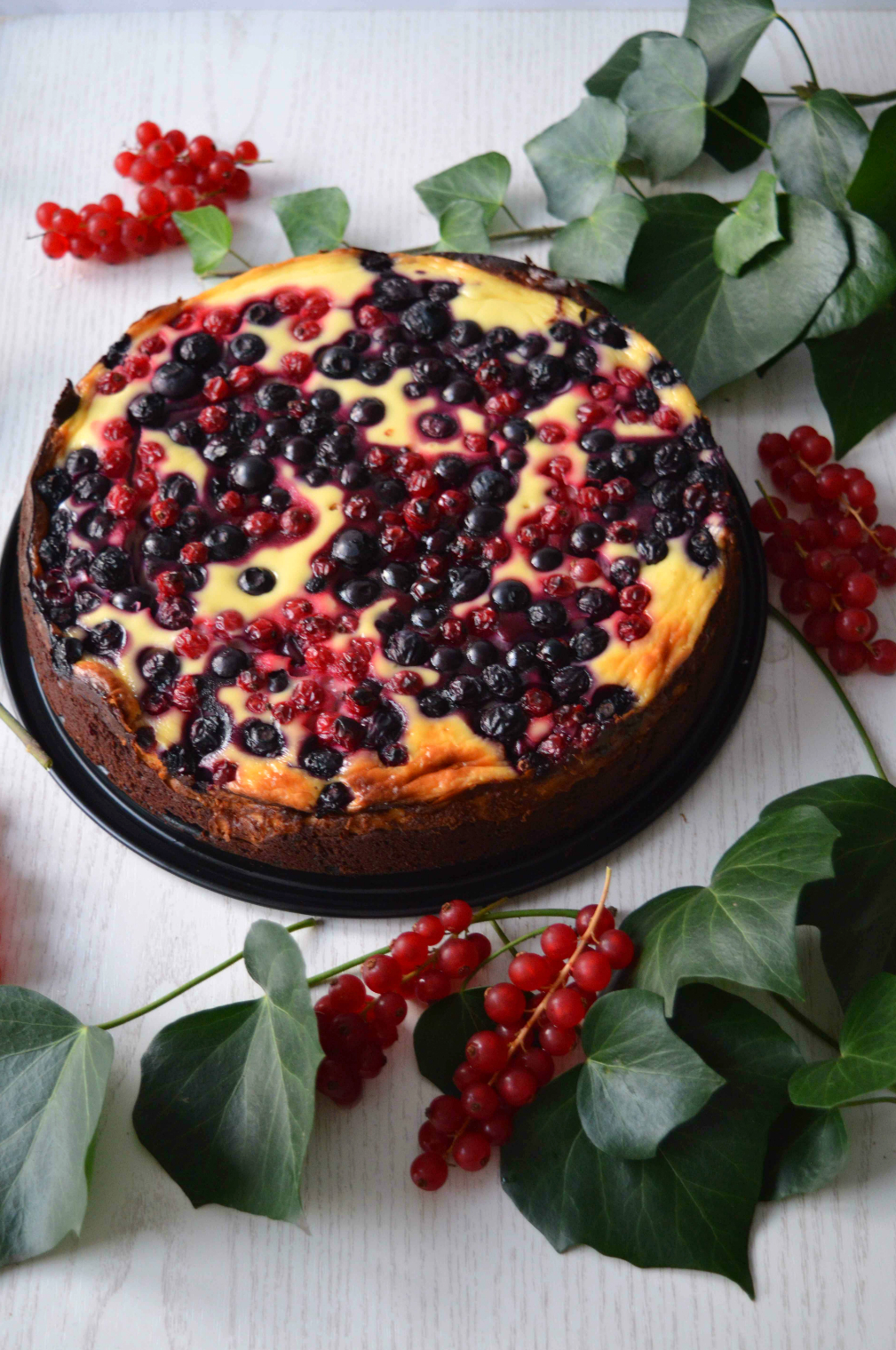 Brownie-Cheesecake mit Beeren
